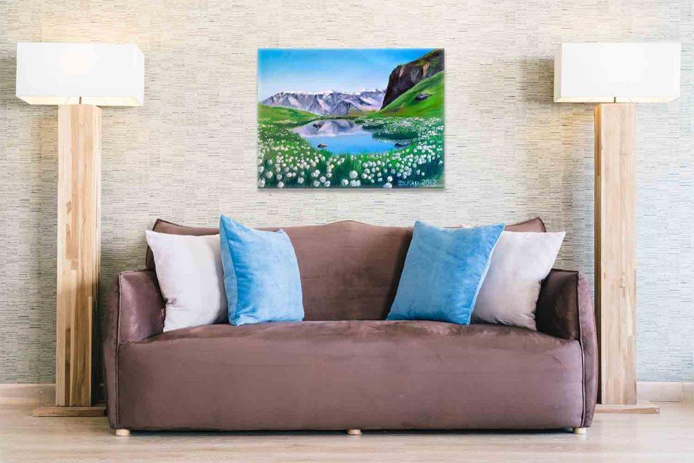 Картина в комнате